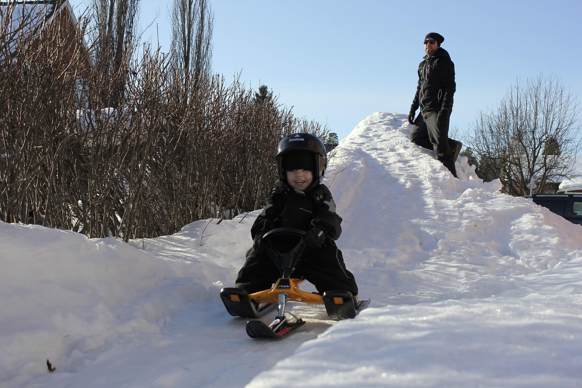 sledding-3807487_1920